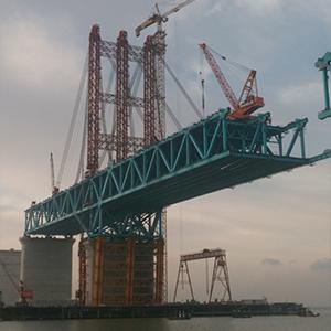 沪通铁路长江大桥塔吊